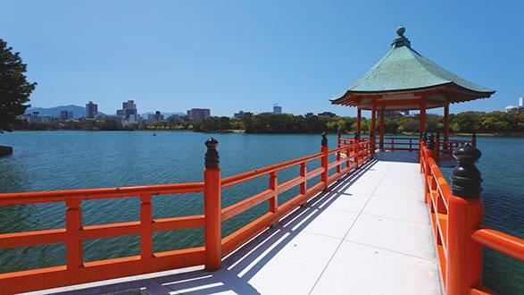 大濠公园 游览指南  柳岛,松岛,菖蒲(ayame)岛 位于公园湖内的3座小岛